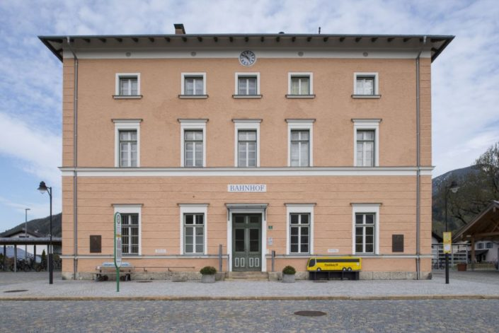 001 Fassade Aschauer Bahnhof Denkmalschutz (3)