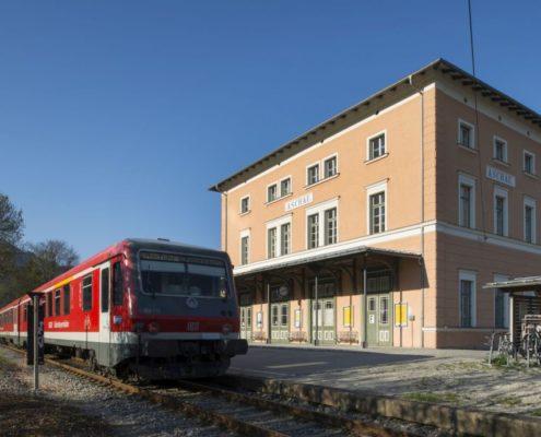 001 Fassade Aschauer Bahnhof Denkmalschutz (4)