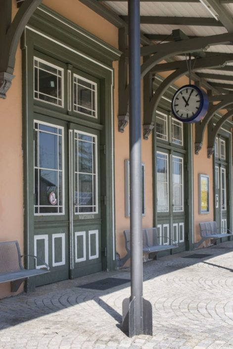001 Fassade Aschauer Bahnhof Denkmalschutz (5)