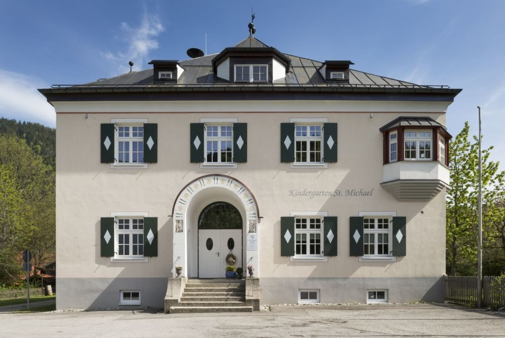 032 Fassade Kindergarten Sachrang (1)