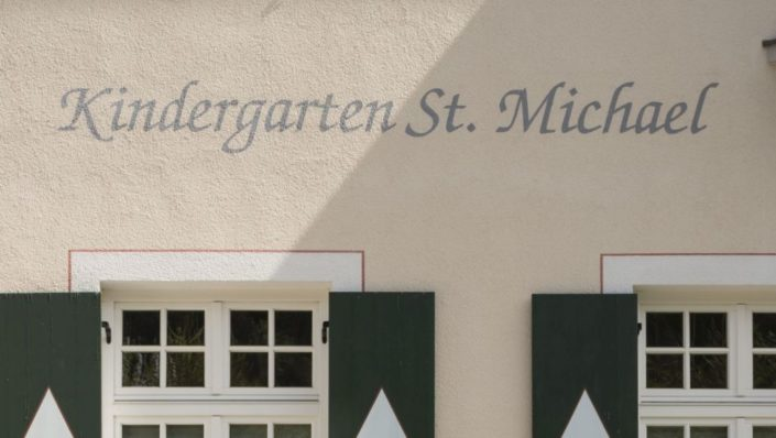032 Fassade Kindergarten Sachrang