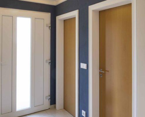 036 Malerarbeiten Eingangsbereich Einfamilienhaus (7)